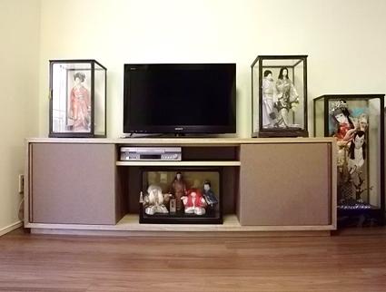 木目込み人形テレビ台